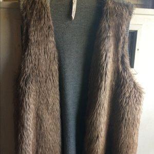 Sweaters - Faux fur vest 4x